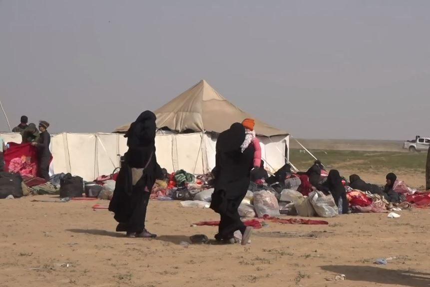 Dzieci ISIS z matkami, obóz Al-Hol, marzec 2019 [zdj. wikimedia]