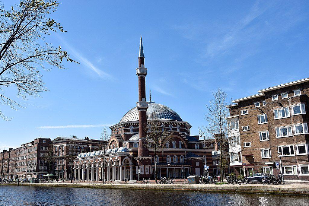 Meczet Westermoskee w Amsterdamie będący pod kontrolą radykalnej tureckiej nacjonalistyczno-islamistycznej organizacji Milli Görüş (zdj. ilustracyjne wikimedia)